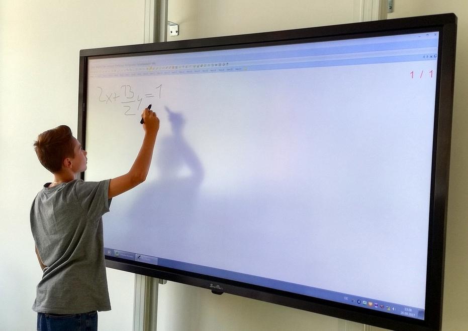 Monitor Interattivo SmartMedia alle Scuole Superiori Kunter